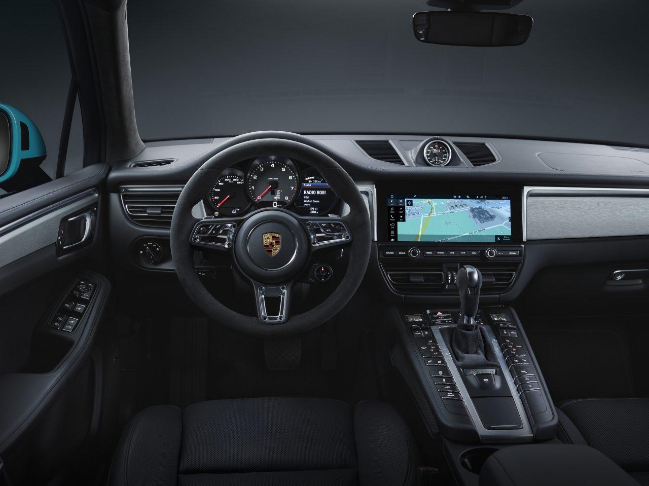 2019 Porsche Macan interior photo